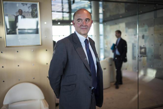 Pierre Moscovici, ministre de l'économie, des finances et du commerce extérieur, à Paris le 23 septembre.  Photo Albert Facelly pour Le Monde.