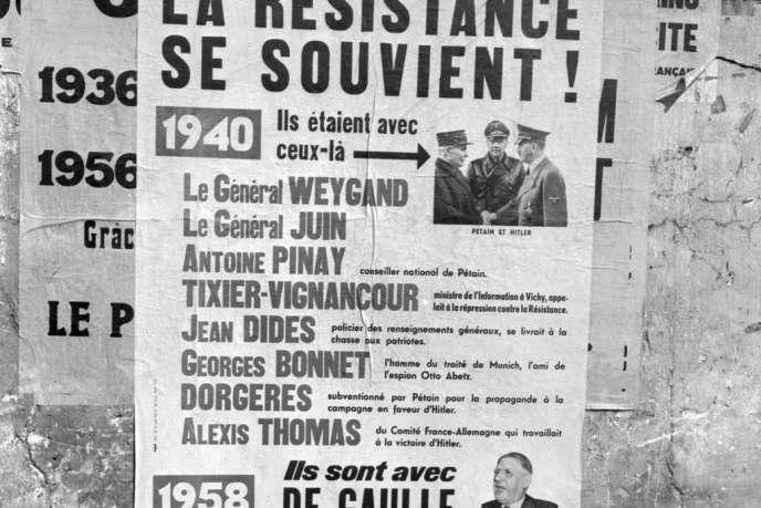 Photo prise sur un mur de Paris, au mois de septembre 1958, d'affiches appelant à voter