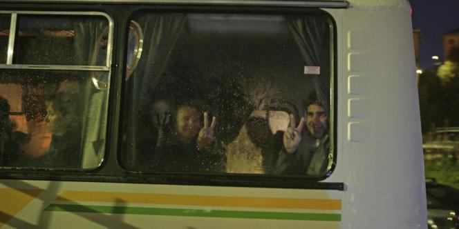 Les membres de Greenpeace à leur arrivée à Mourmansk,le 24 septembre 2013.