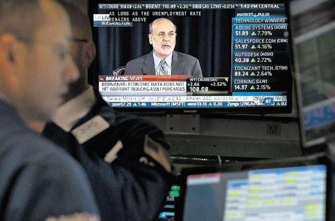Retransmission, à la Bourse de New York, de la conférence de Ben Bernanke, le président de la banque centrale, annonçant le maintien de sa politique de soutien à l'économie, le 18septembre.