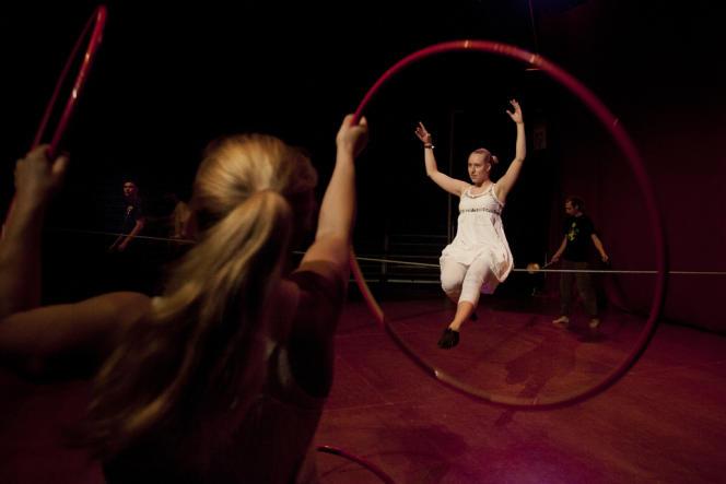 Spectacle de l'Ecole du cirque, le 19 septembre, à Bruxelles.