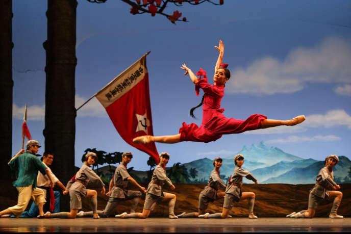 Le Ballet national de Chine danse