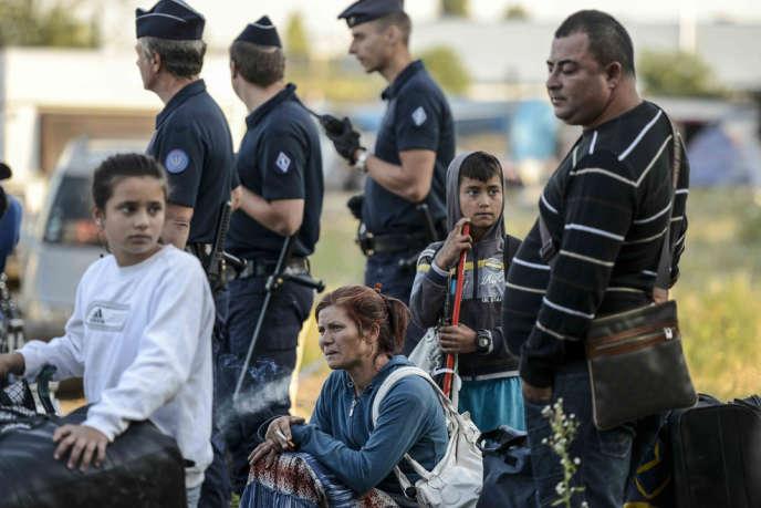 Expulsion de familles roms par les forces de l'ordre, le 23 août à Vaulx-en-Velin, dans le Rhône.