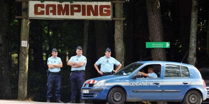Des gendarmes à la recherche du corps de Fiona, dans les environs de Clermont-Ferrand, jeudi 26 septembre.