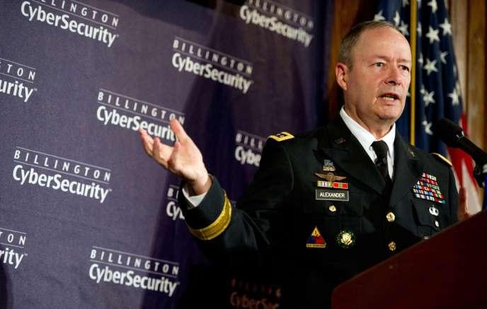 Le directeur de la NSA, le général Keith Alexander, lors du sommet sur la cybersécurité de Washington, le 25 septembre.