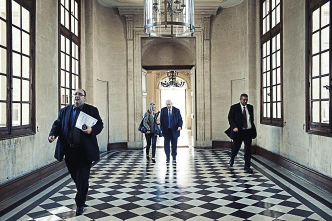 Depuis trente-cinq ans, Jean-Claude Gaudin partage son temps entre  la mairie  de Marseille  (ci-dessus)  et le Sénat. Débonnaire et charismatique,  il se présente comme  le meilleur  rempart  contre le FN.