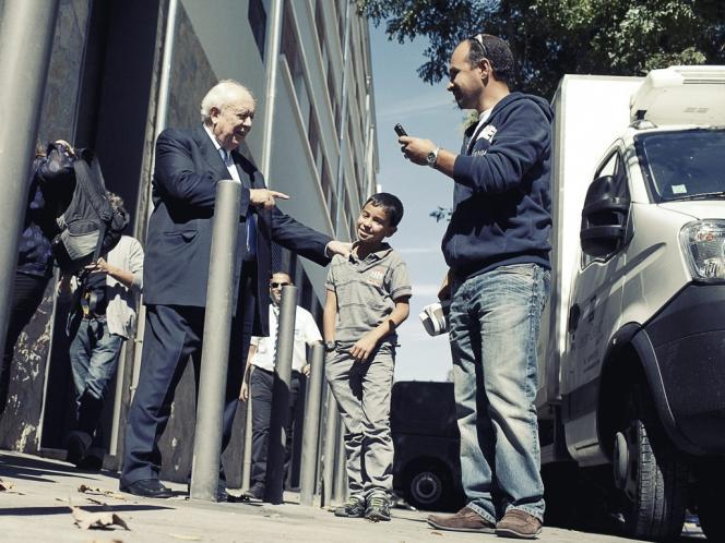 Depuis trente-cinq ans, Jean-Claude Gaudin partage son temps entre  la mairie  de Marseille  (ci-dessus)  et le Sénat. Débonnaire et charismatique,  il se présente comme  le meilleur  rempart  contre le FN.  -