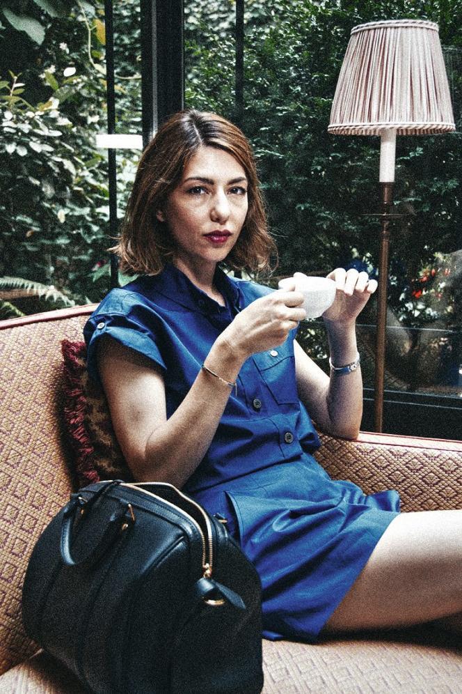 Pour M, le photographe et cinéaste Jerry Schatzberg a suivi Sofia Coppola dans Paris. Muse de Marc Jacobs (ici, à ses côtés) dans les années 2000, puis créatrice de la ligne de sacs SC pour Louis Vuitton,  la réalisatrice a toujours gardé un pied dans la mode. -