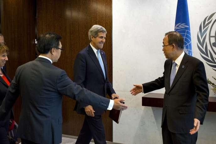 Le secrétaire d'Etat américain, John Kerry, et le secrétaire général de l'ONU, Ban Ki-moon, lors de l'Assemblée générale des Nations unies, le 27 septembre à New York.