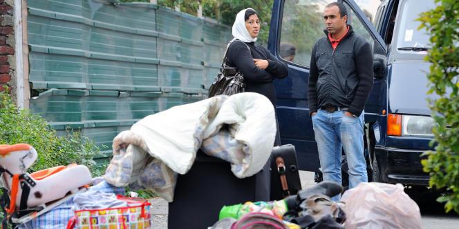 Des Roms expulsés de leur camp, le 27 septembre à Roubaix.