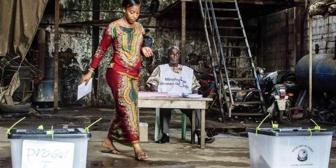 Une électrice à Conakry, le 28 septembre.
