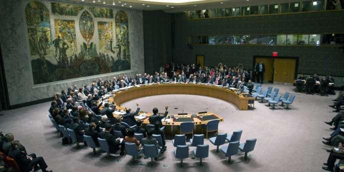 Le Conseil de sécurité de l'ONU a voté une résolution contraignant la Syrie à une destruction de ses armes chimiques, le 27 septembre à New York.