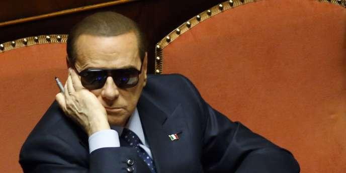 Obéissant à la consigne de Silvio Berlusconi, les cinq ministres du Peuple de la liberté (PDL) ont démissionné samedi soir du gouvernement Letta.