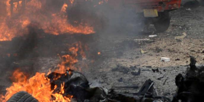 Le principal mouvement rebelle du pays, le Mouvement des talibans du Pakistan (TTP), a revendiqué l'attentat.