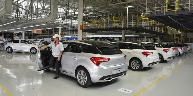 Des modèles DS5 sortis de l'usine PSA de Shenzhen, en Chine.