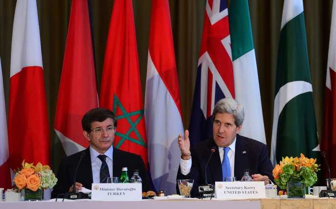 Le secrétaire d'Etat américian, John Kerry (à droite), et son homologue turc, Ahmet Davutoglu, à New York,le 27 septembre.
