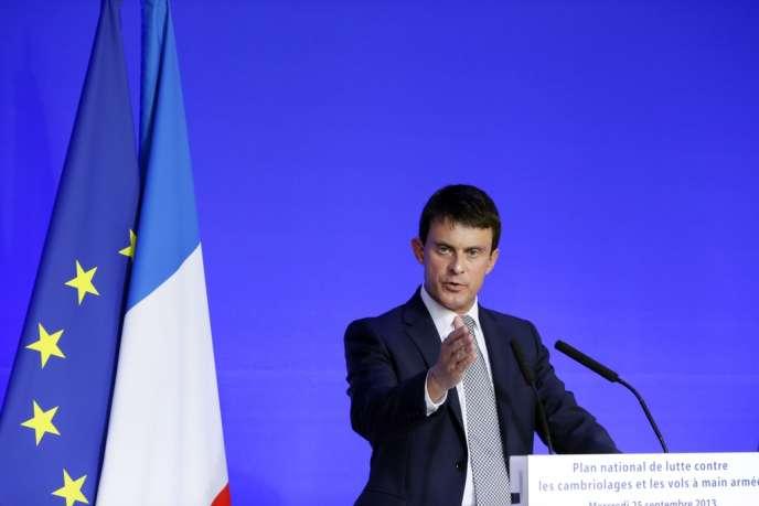 Manuel Valls, ministre de l'intérieur, lors d'une conférence de presse, le 25 septembre, à Paris.