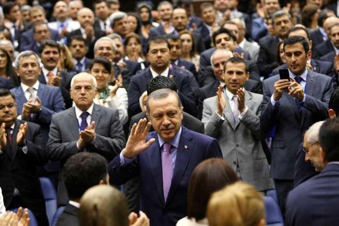 Depuis l'irruption du mouvement de contestation, le premier ministre turc n'a cessé de répéter que la démocratie se jouait dans les urnes, où il excelle depuis dix ans.