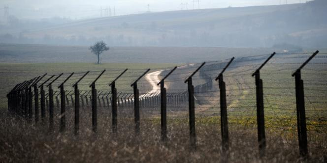 Une barrière de barbelés à la frontière entre la Bulgarie et la Turquie.