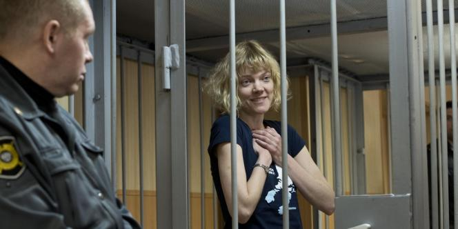 La militante Sini Saarela, de Finlande, au tribunal de Murmansk en Russie.
