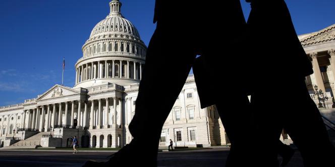 Le plafond des emprunts possibles par le Trésor américain, fixé à 16 700 milliards de dollars, sera atteint le 17 octobre. S'il n'est pas rehaussé, les Etats-Unis ne pourront plus solliciter les marchés. Et le pays risquera un défaut de paiement.
