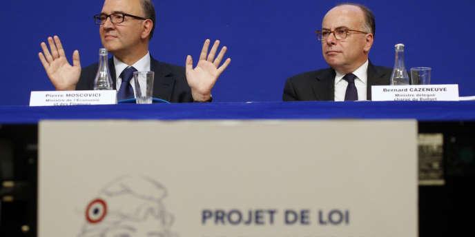 Pierre Moscovici,et Bernard Cazeneuve,au moment de la présentation du projet de loi de finances 2014 (PLF) le 25 septembre 2013.
