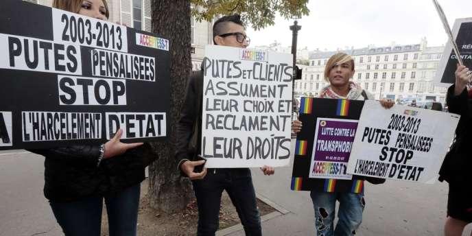 Au cours d'une manifestation du Strass (Syndicat du travail sexuel) contre la pénalisation des clients de la prostitution, à Paris, le 17 septembre.