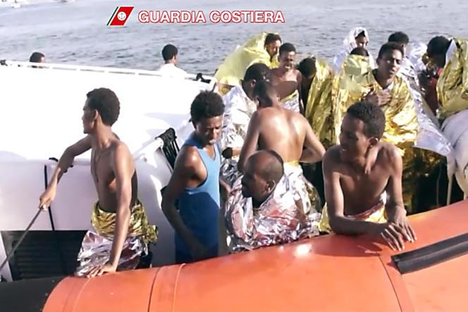Les migrants, en majorité des Somaliens et Erythréens, étaient partis des côtes libyennes. L'accident s'est produit 550 mètres de la côte.