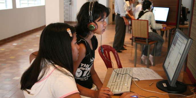 Salle de consultation au Centre Bophana, à Phnom Penh.
