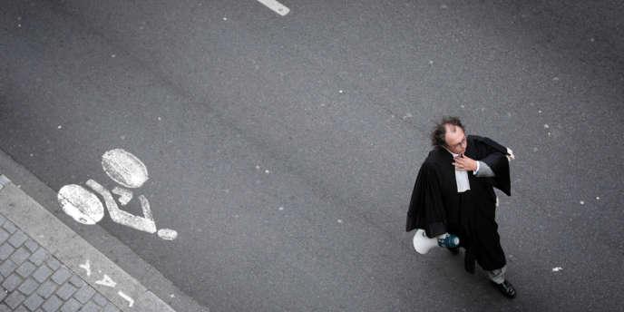 En novembre 2006, pendant une manifestation des avocats du barreau de Lyon, réclamant une augmentation des indemnités versées au titre de l'aide juridictionnelle.