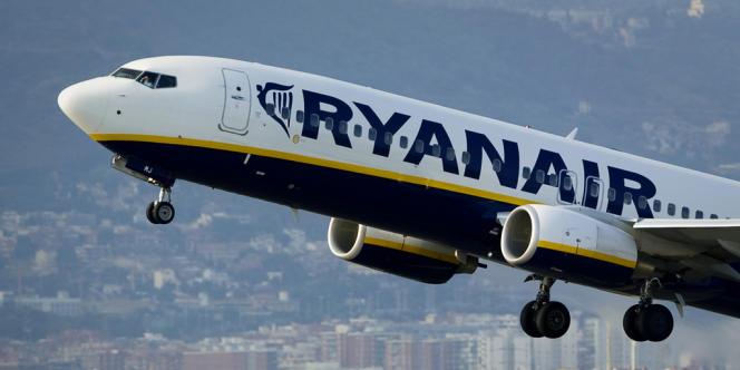 Ryanair espère transporter d'ici la mi-2015 près de 85 millions de passagers, contre 81,7 millions un an plus tôt.