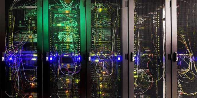 Serveurs dans le centre de données de Neo Telecom, à Courbevoie (Hauts-de-Seine).