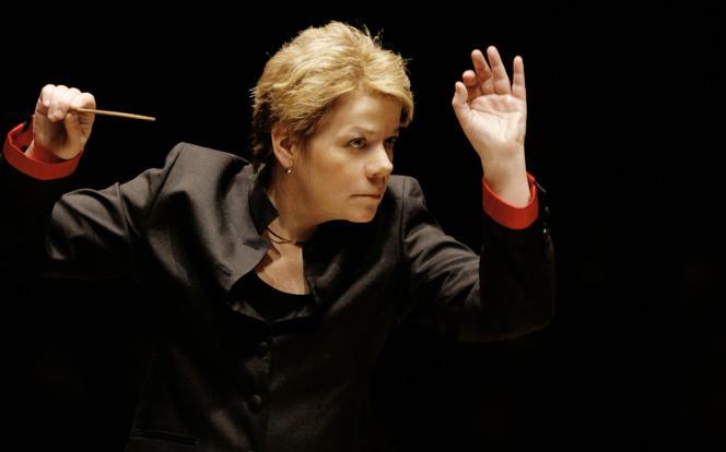 Marin Alsop est  la première femme de l'histoire de la musique à diriger la  Dernière Nuit des Proms, le prestigieux festival de musique classique londonien fondé en 1895, il y a cent dix-neuf saisons.