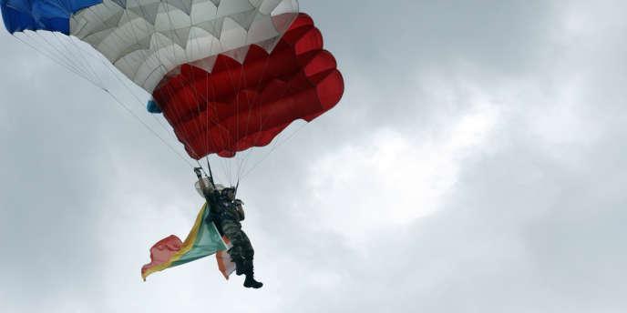Blandine Perroud avait participé à la dernière parade du 14-Juillet, durant laquelle les parachutistes atterrissent devant la tribune présidentielle, place de la Concorde.
