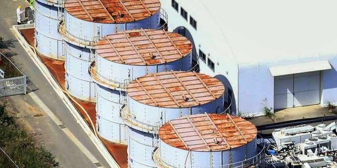 Une fuite a été détectée sous ces réservoirs de la centrale nucléaire de Fukushima.