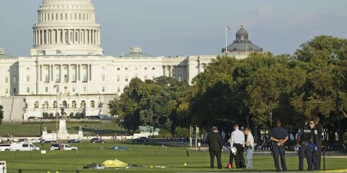 Un homme a tenté de s'immoler par le feu devant le Capitole, à Washington, le 4 octobre. Des passants sont parvenus à éteindre le feu.