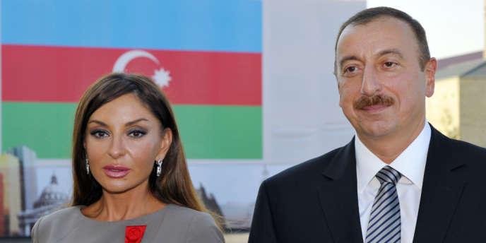 La dynastie Aliev (ici le couple présidentiel Mehriban Alieva et Ilham Aliev, le 7 octobre 2011) est au pouvoir en Azerbaïdjan depuis 1969, soit 45 ans moins les dernières années de la perestroïka en URSS (1987-1993)