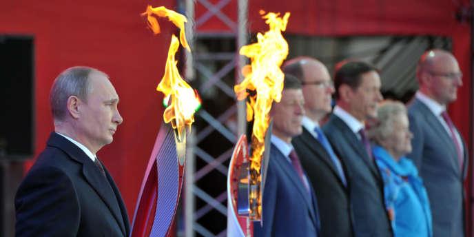 A Moscou, le 6 octobre, lors du départ de la flamme olympique avant les JO d'hiver de Sotchi.