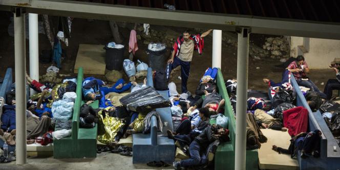 Centre de rétention de Lampedusa. Prévu pour accueillir 250 personnes, il en héberge aujourd'hui plus de 1000.