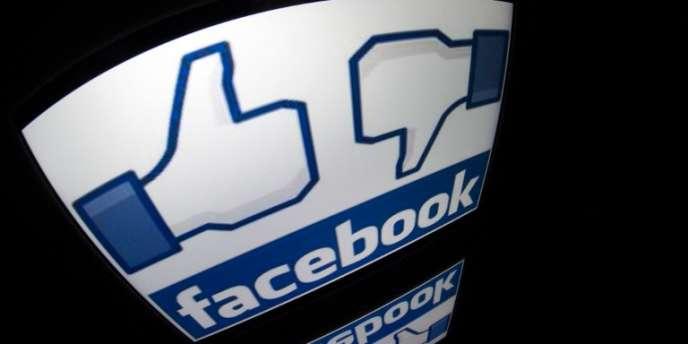 Lemonde.fr a demandé à ses lecteurs de leur raconter comment leur relation à ce réseau avait changé au cours de la décennie et quel avenir ils envisageaient pour leur « profil » Facebook.