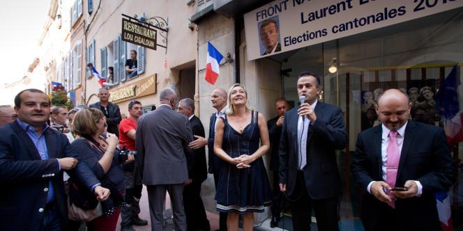 Marine Le Pen soutenant le candidat FN à l'élection cantonale partielle Laurent Lopez à Brignoles, le 27 septembre.