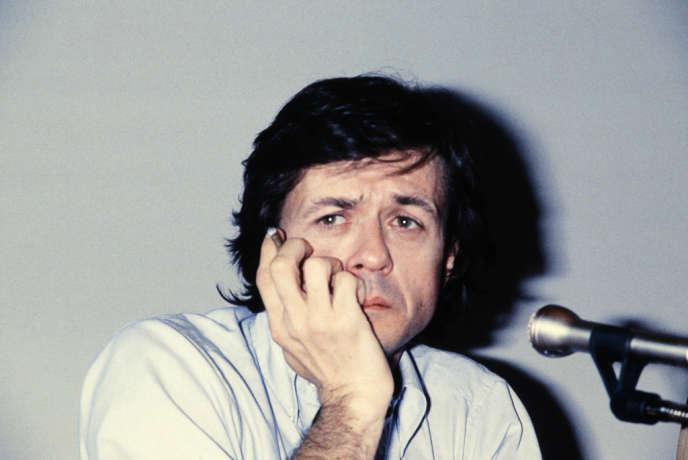 Après deux essais inaboutis (La Chair de l'orchidée et Judith Therpauve), Patrice Chéreau (ici à Cannes, en 1983) parvient à trouver sa voix de cinéaste avec L'Homme blessé.