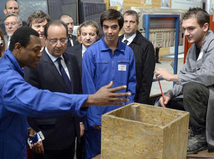 François Hollande, en déplacement à Roanne (Loire) sur le thème de la formation professionnelle, en octobre 2013.