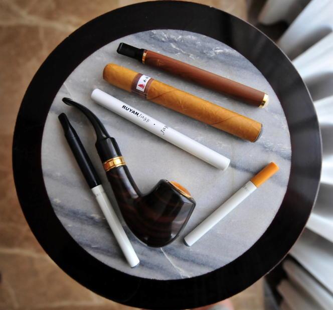 Des cigarettes, pipe et cigares électroniques.