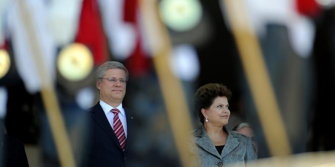 La présidente brésilienne, Dilma Rousseff, ici avec le premier ministre canadien, Stephen Harper, a fermement condamné lundi les révélations de cas d'espionnage du ministère des mines et de l'énergie, un secteur où le Canada a d'énormes intérêts au Brésil.