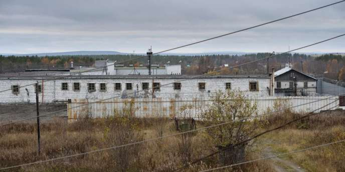 Des militants de Greenpeace sont incarcérés dans la région de Mourmansk pour avoir tenté d'aborder une plateforme pétrolière de Gazprom.