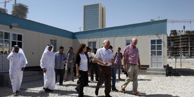 Le secrétaire de la CGT Gilles Letort (au centre) et des membres de la délégation syndicale internationale, mercredi 9 octobre à Doha au Qatar.