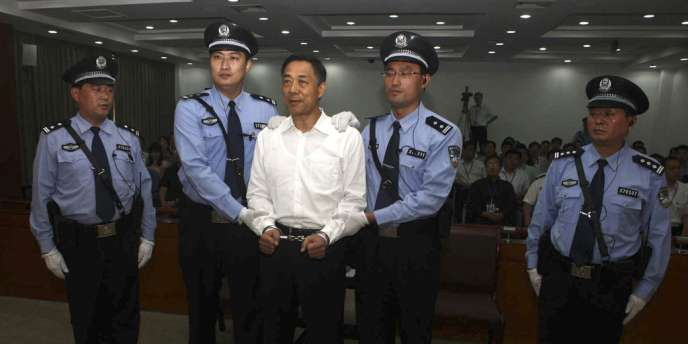 Bo Xilai devant le tribunal de Jinan, le 22 septembre 2013.