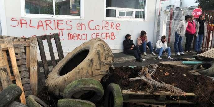 Lors du blocage, par les salariés de Gad, de l'abattoir de Lampaul-Guimilau (Finistère), le 10 octobre.