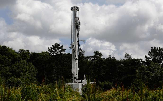 Outre la Pologne, Total avait déjà pris des intérêts dans des projets de gaz de schiste aux États-Unis, en Argentine, en Chine, en Australie, en Grande-Bretagne et au Danemark.
